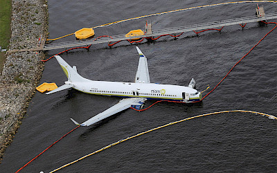 Letecký pohled na Boeing 737-800 (foto: NTSB/Wikimedia Commons - Public Domain)
