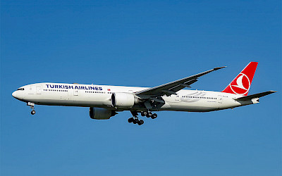 Turkish Airlines - Boeing 777-300ER (foto: N509FZ/Wikimedia Commons - CC BY-SA 4.0)